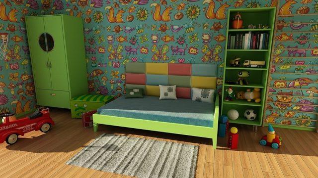 Kindertapeten treiben es im Kinderzimmer bunt